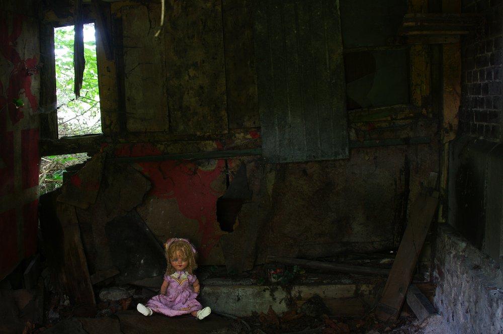 Dolly In The Dark