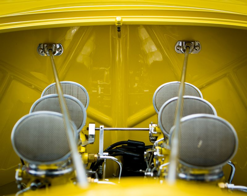 Canary with carburetors