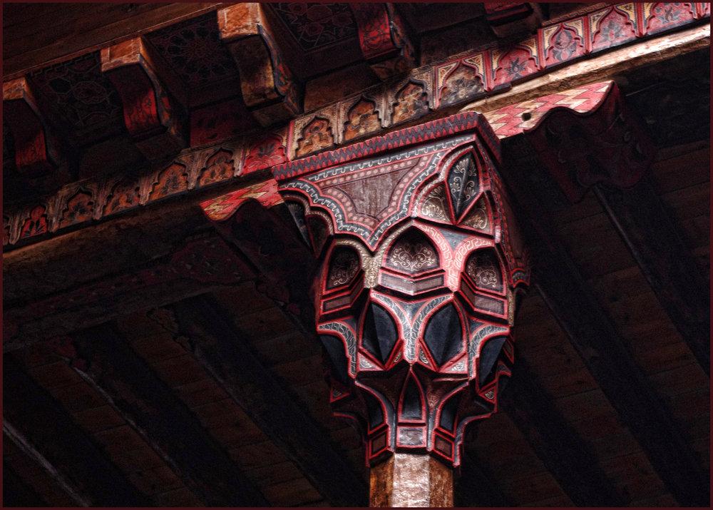 Wooden Pillar Head