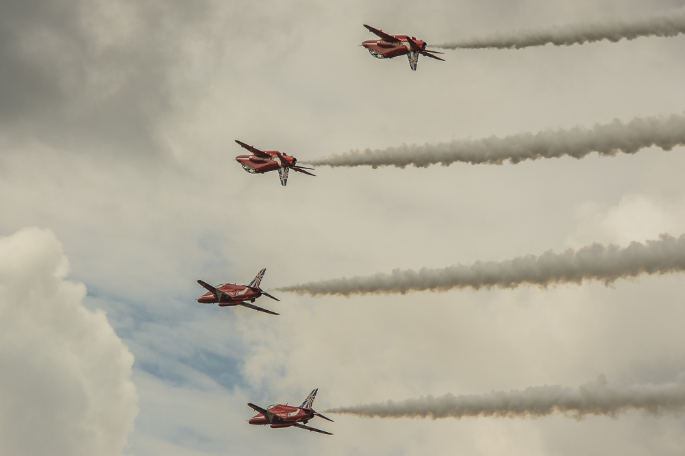 The Red Arrows - Mirror Pass