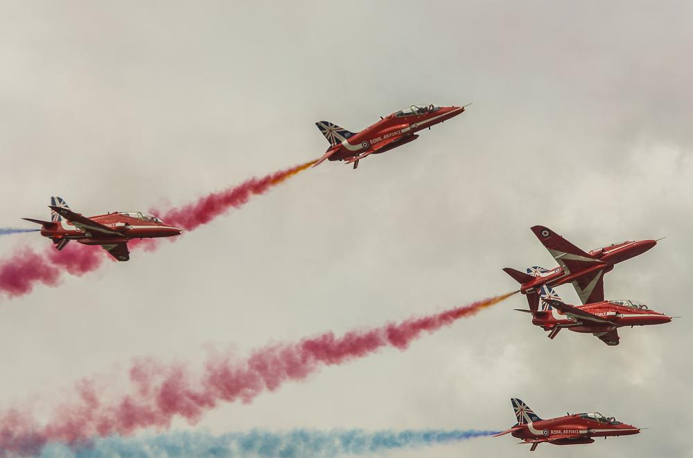 The Red Arrows - 5 split