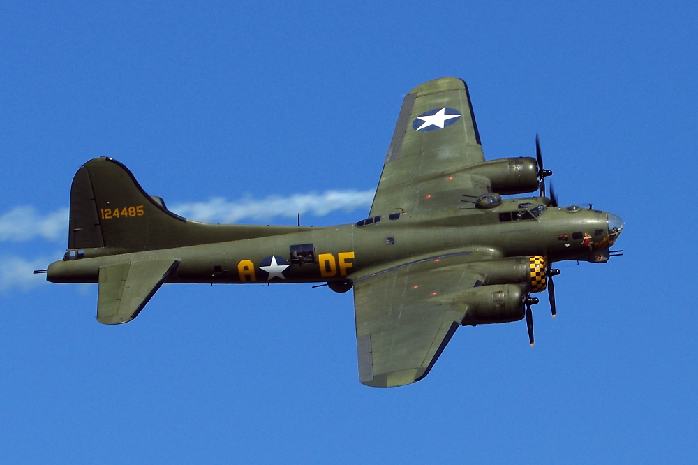 B17 Flying Fortress - Sally B