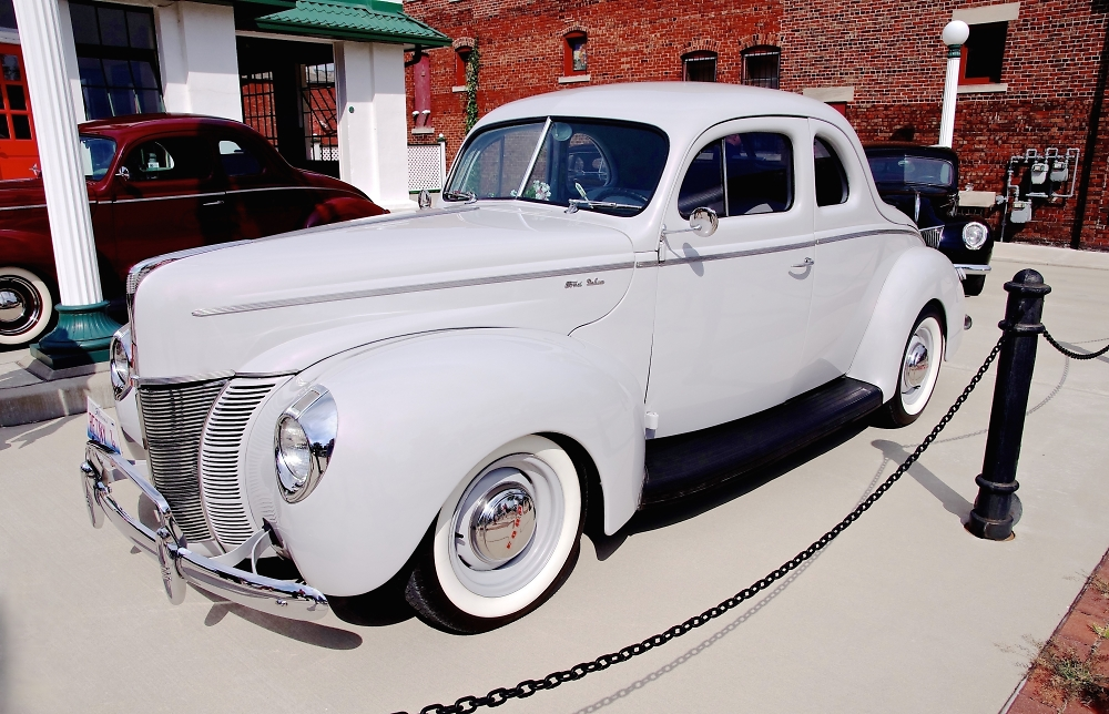 Ford Deluxe in Living Color
