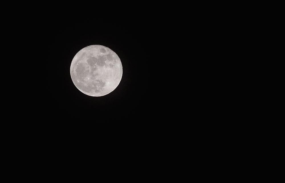 Rare Full Cold Moon - Dec. 25, 2015