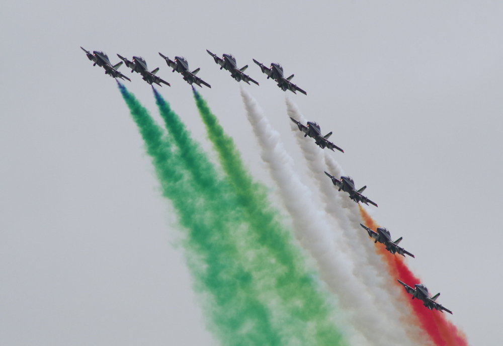 Frecce Tricolori flying their flag