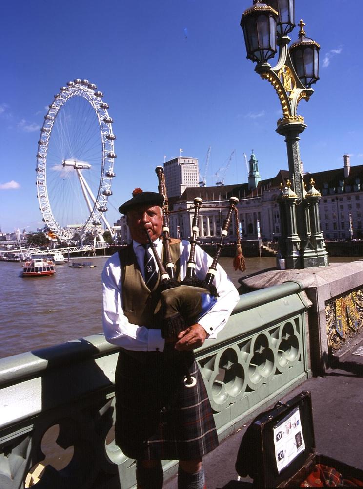 London -- Scottish Piper