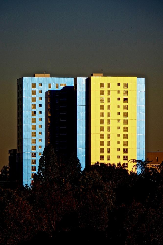 City life - sunset skyline