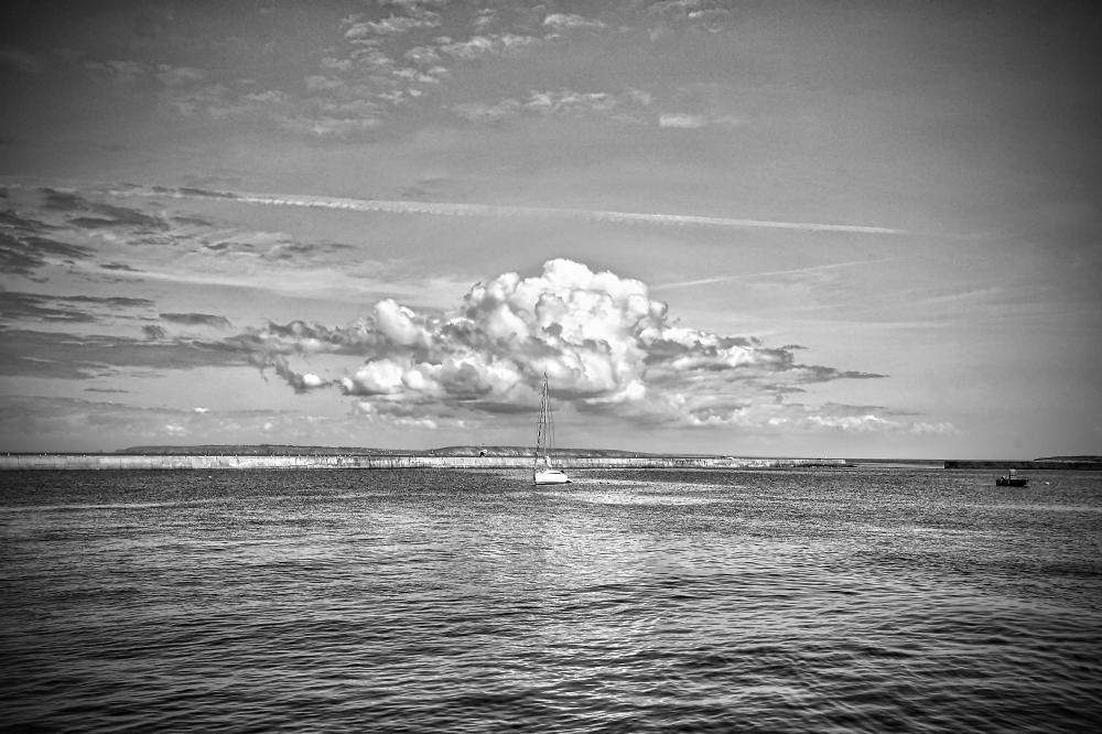 Nice cloud (B&W version)