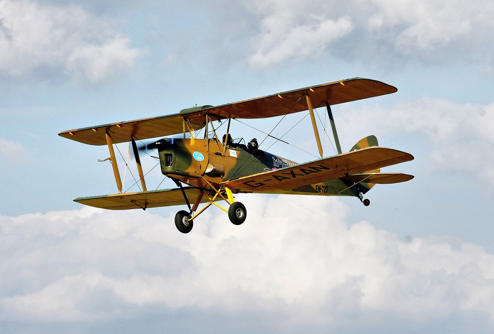 TIGER  MOTH   (Solo2Darwin) Captain Amanda Harrison