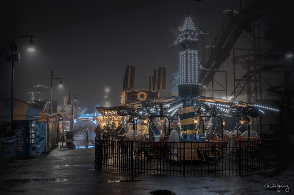 Foggy night at Luna