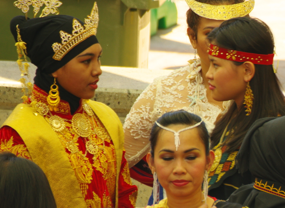 Balinese dancers before their gig
