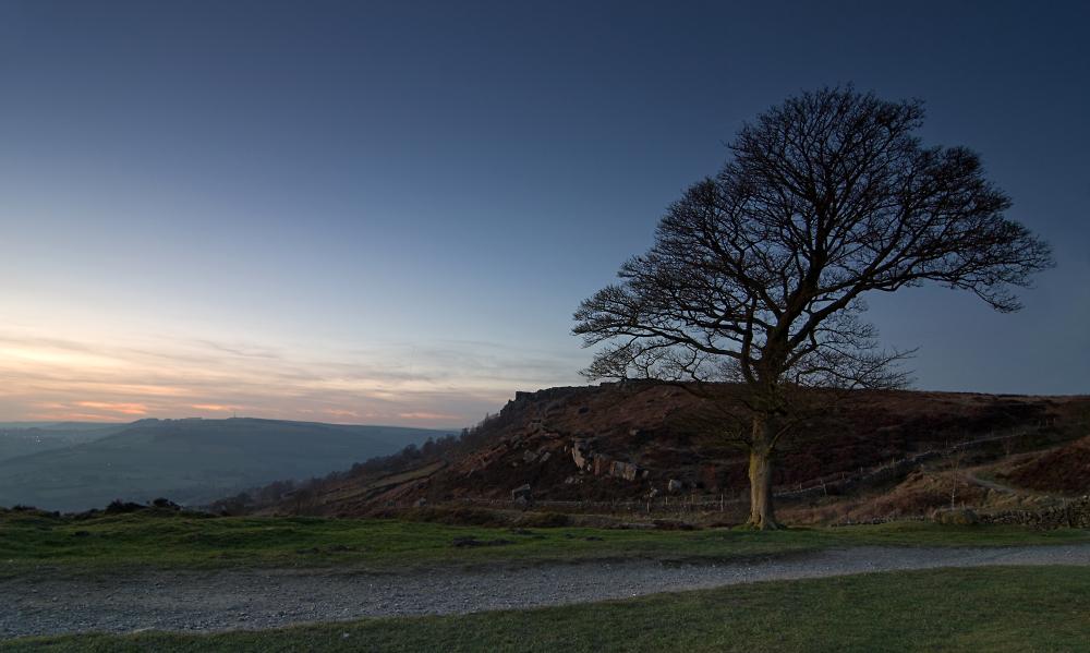 Evening falls on Baslow Edge