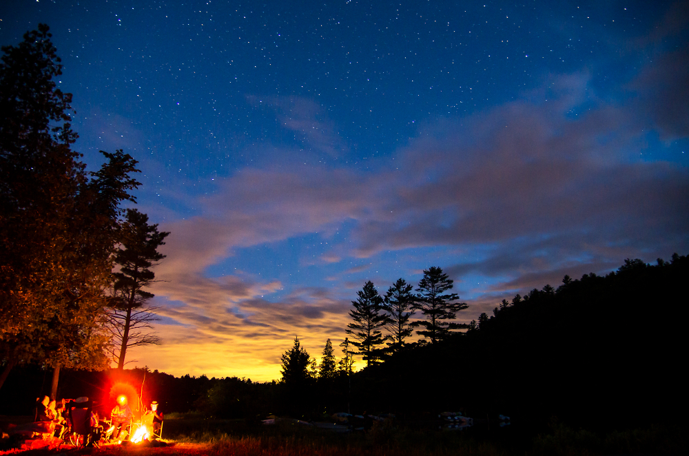 Feu de camp à la Pinède - Campfire at the Pinede