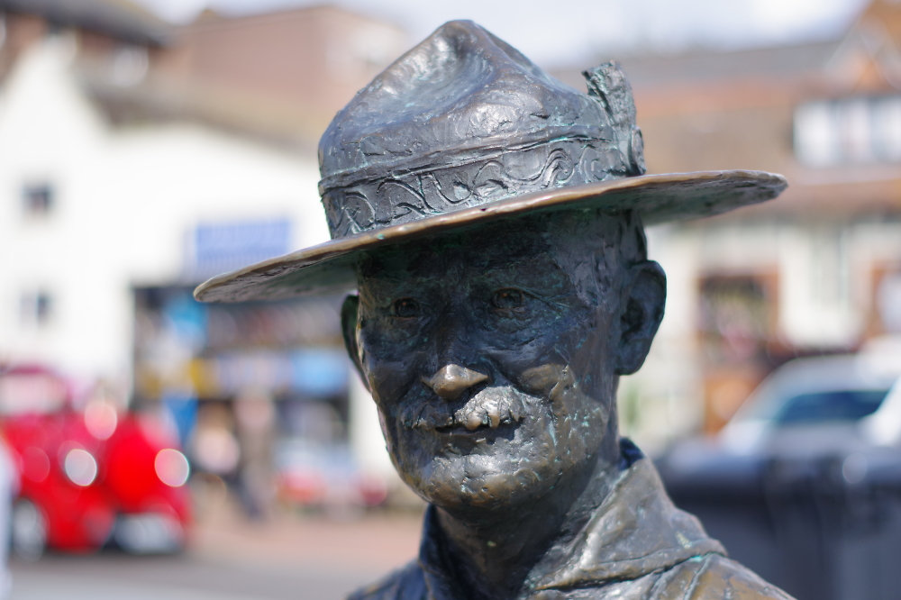 A Baden Powell bronze on Poole Quay.