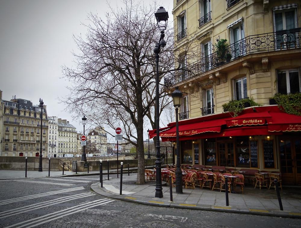 A wet Sunday corner in Paris