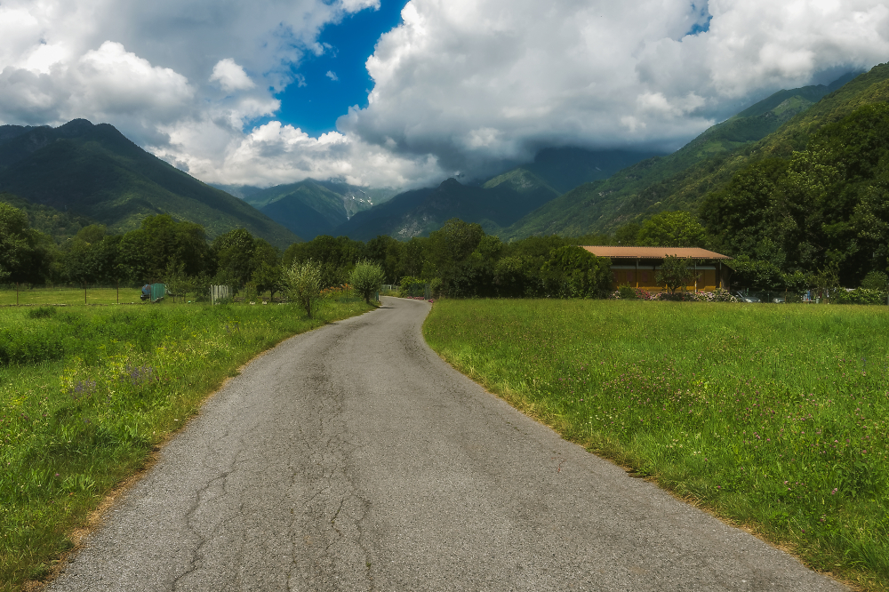 The road to the mountains