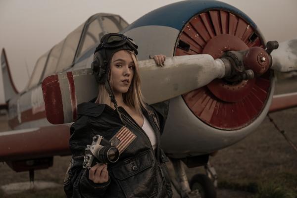 PILOT GIRL WITH PENTAX