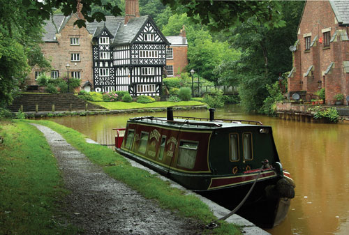 Worsley Packet House on a wet morning, taken with the FA 28-80mm Power Zoom at ISO200 and an exposure of 1/45sec at f/8