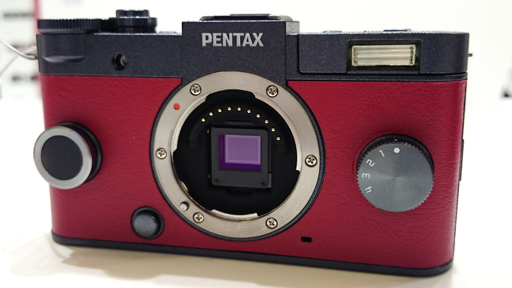 Pentax Q S1 Black And Red (11)