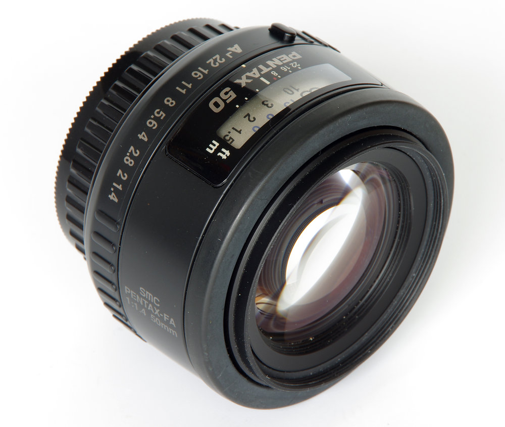 Pentax 50mm F1,4 Oblique Front View